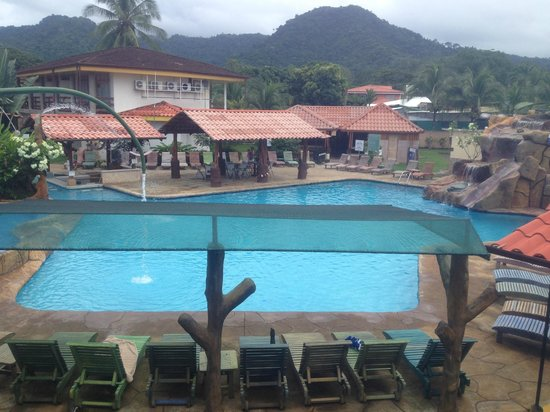 Hotel & Casino Amapola: Vista a la piscina