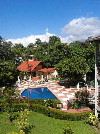 Hotel Divisamar: Jardines bien cuidados