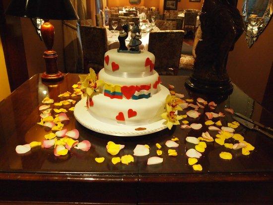 Hotel Porton Bogota: Our wedding cake