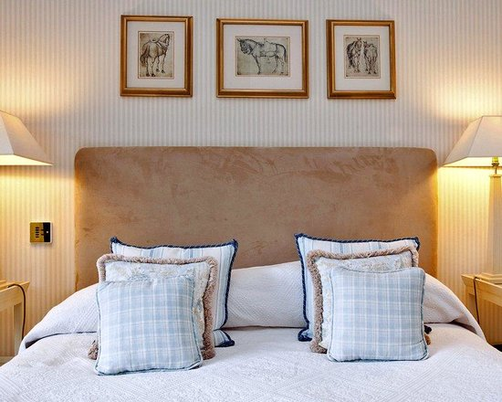 Longueville Manor: Classic Bedroom