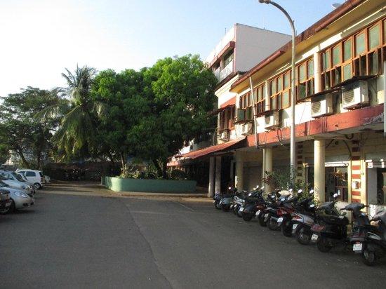 Hotel La Flor: Hotel Road