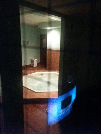 Owl's Head : Hot tub in basement. Door is locked!