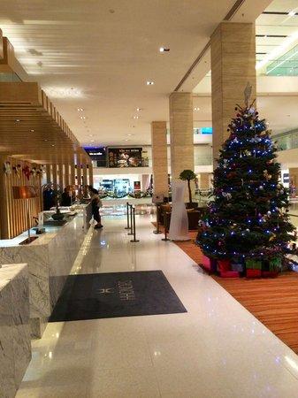 DoubleTree by Hilton Kuala Lumpur: Reception on 1st Floor