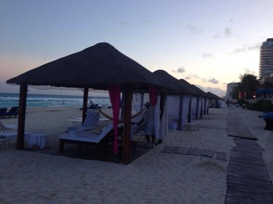 The Ritz-Carlton, Cancun: Beach Villas at the end of the day