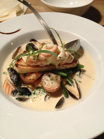 Yr Cafe : Fish soup with sautee scallops and mussels