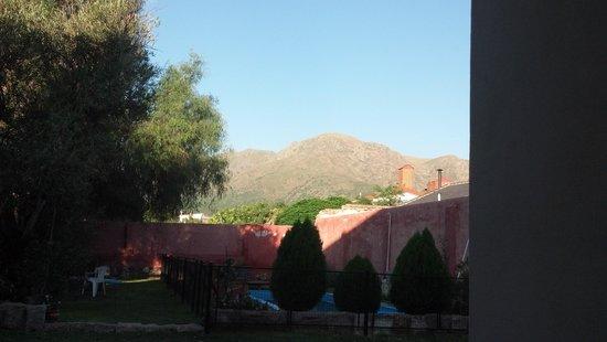 Hotel Luna serrana: vista desde la habitación al Cerro