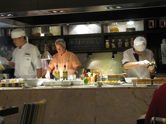 JW Marriott Hotel Bangkok: Sushi night at the CL