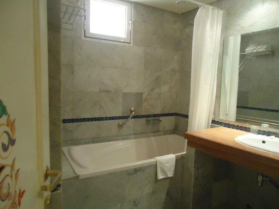 Menzeh Zalagh Hotel: Banheiro
