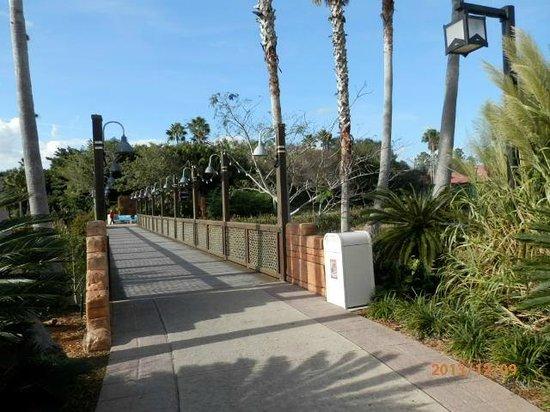 Disney's Coronado Springs Resort: Bridge on Coronado Springs Grounds