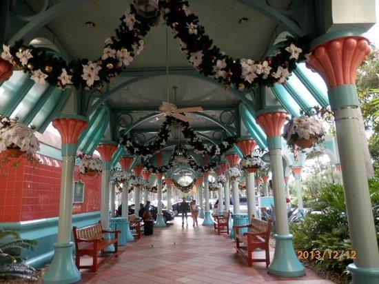 Disney's Coronado Springs Resort: Entrance to Main Building