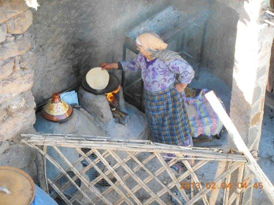 Imlil Authentic Toubkal Lodge : cuisinière