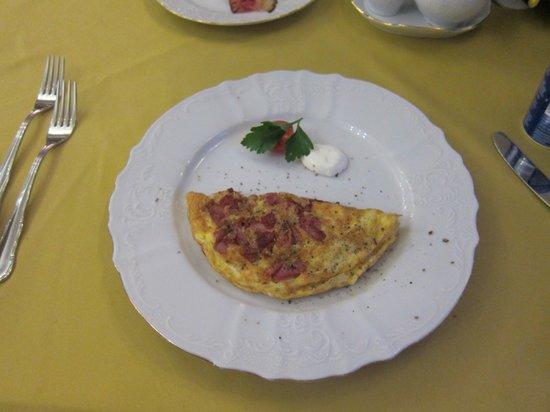 Hotel General: Breakfast