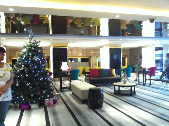 Village Hotel Katong by Far East Hospitality : Hotel Lobby