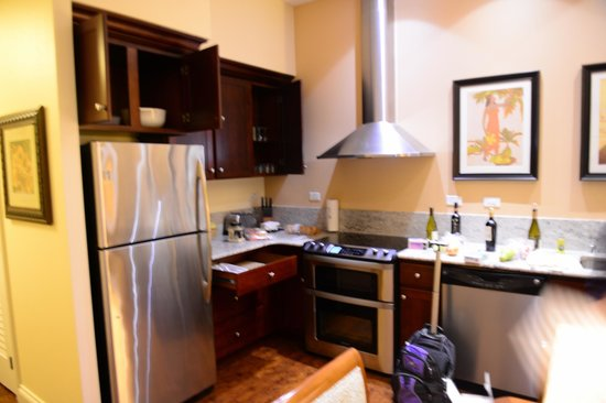 Kings' Land by Hilton Grand Vacations : Kitchen refrig., stove, Microwave, Dishwasher