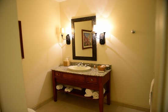 Kings' Land by Hilton Grand Vacations: Sink in second bath w/shower & toilet