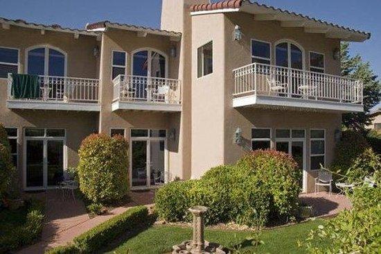 Canyon Villa Bed and Breakfast Inn of Sedona: Views of Decks