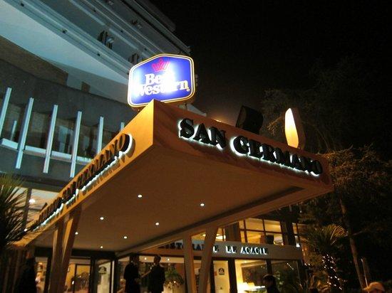 Hotel San Germano: ベスト ウエスタン ホテル サン ジェルマーノ・・・正面玄関屋根上のサイン