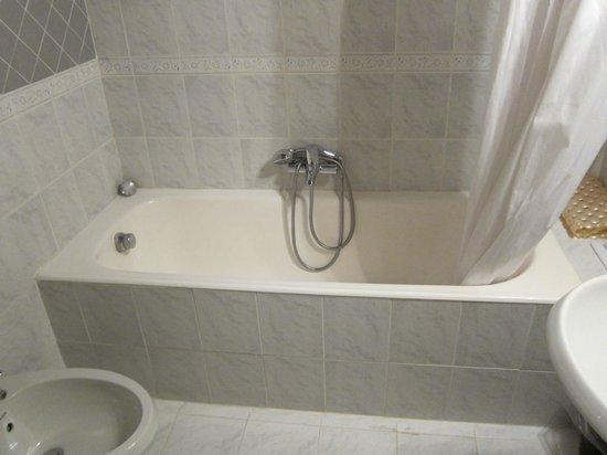 Hotel San Germano: ベスト ウエスタン ホテル サン ジェルマーノ・・・大きい浴槽