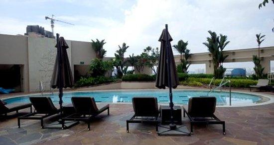 Four Seasons Hotel Singapore : The pool on the twentieth floor
