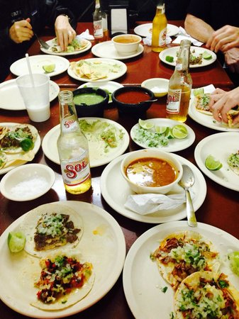 Taqueria El Pique: Delicious tacos! Pastor and arrachera tacos were the best. The guacamole was great as well, we h