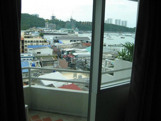 Grand Hotel Pattaya: View from eighth floor king room.