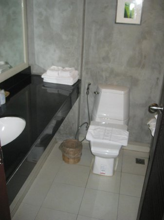 Grand Hotel Pattaya: Updated restroom in King Bed room