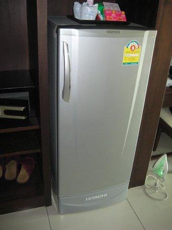 Grand Hotel Pattaya: Nice size refrigerator