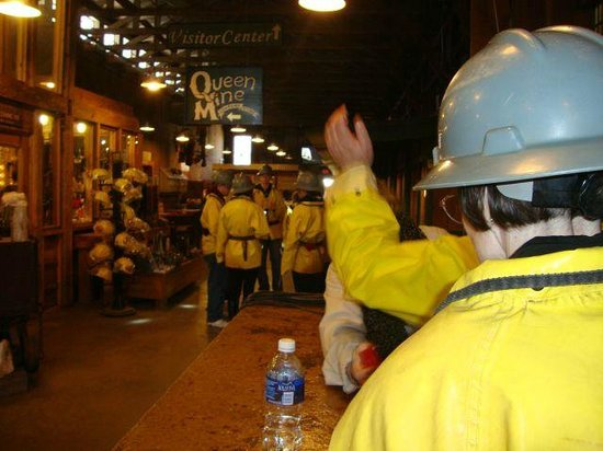 Queen Mine Tours : Dressing out