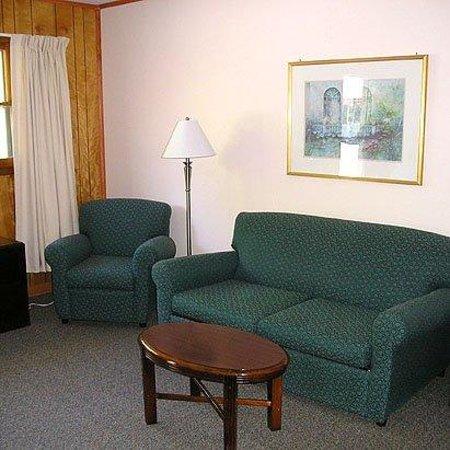 Bayview Inn Pub Willsboro: Lobby (OpenTravel Alliance - Lobby view)