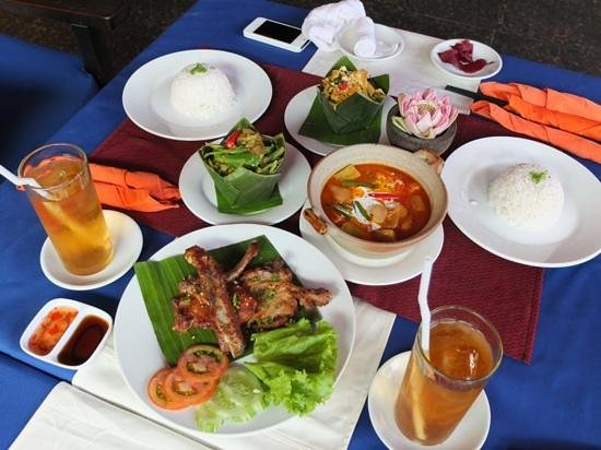 Golden Butterfly Villa: Sumptuous lunch