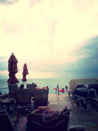Sheraton Waikiki: View from the pool