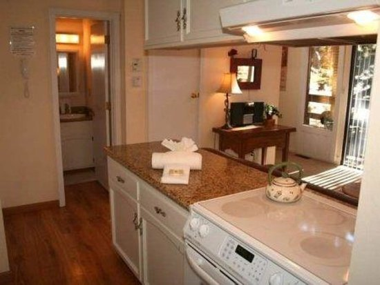 Heavenly Valley Base Area Condos by Accommodation Station: Kitchen