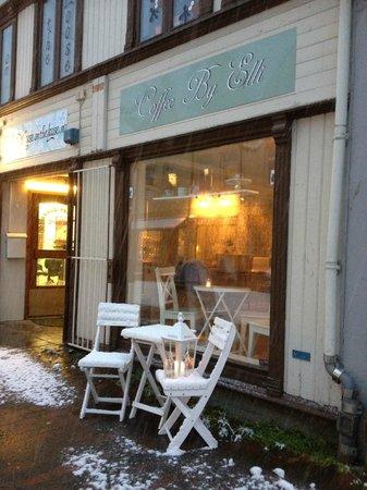 Coffee by Elli : Outside