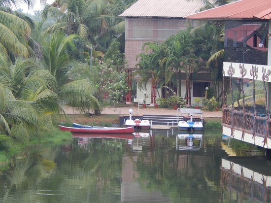 Kalathil Lake Resort: Complementary Boating