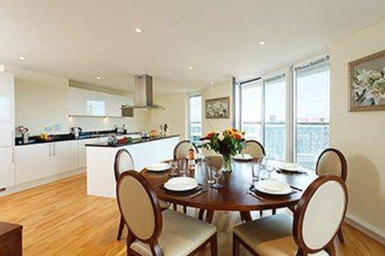 SACO Canary Wharf - Trinity Tower: Canary Wharf Bedroom Kitchen