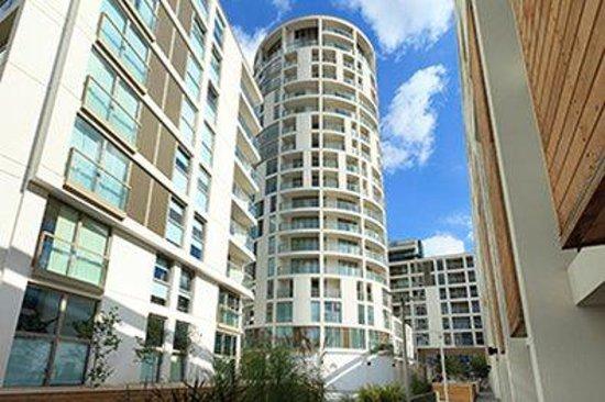 SACO Canary Wharf - Trinity Tower: Canary Wharf Exterior