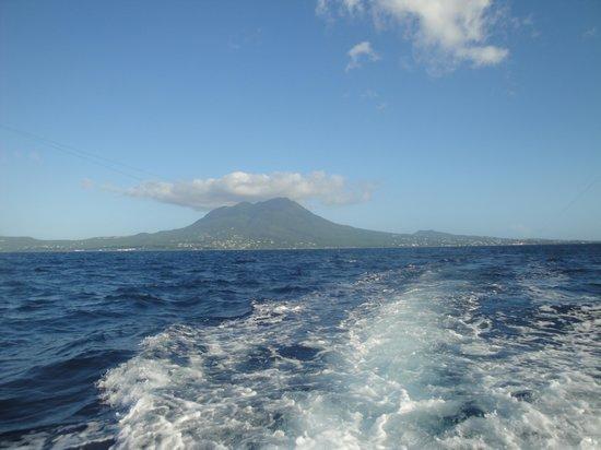 Speedy 4 Charters : Leaving Nevis....