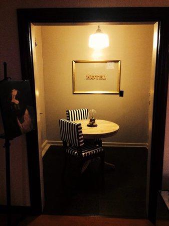 Palihouse Santa Monica : Room 310. Sitting room.
