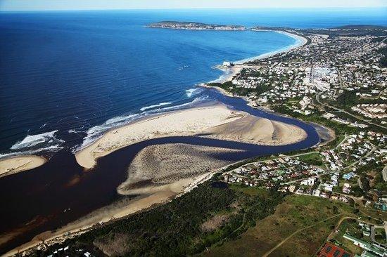 Sunshowers Beachfront B&B Guesthouse : The waterfront at Sunshowers Plett