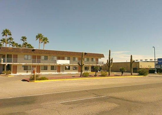 Western Inn Tucson : exterior