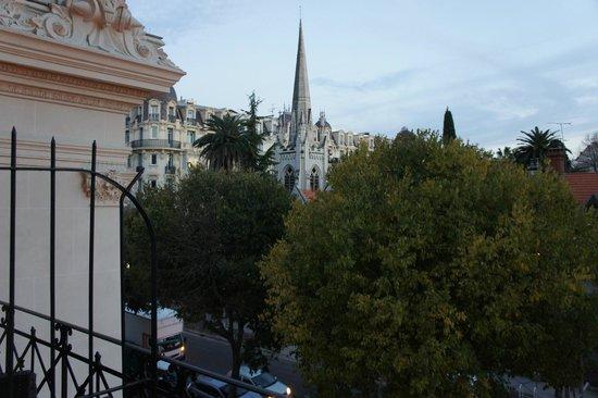 Hotel Carlton Nice : вид на церковь