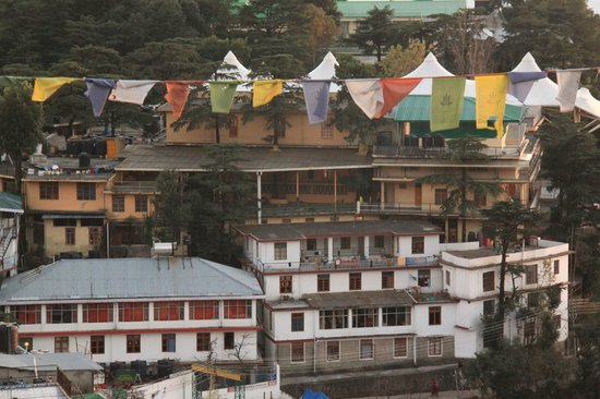 Hotel Pema Thang: View of Dali Lama's residence from our room