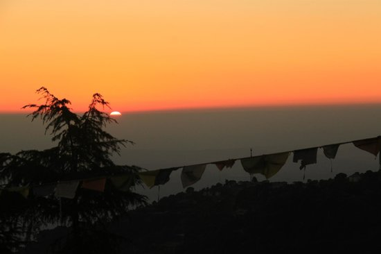 Hotel Pema Thang: View of sunset from our balcony