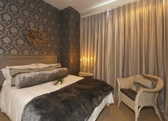 Sunshowers Beachfront B&B Guesthouse : Room 1 - Double