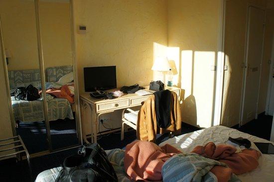 Hotel Carlton Nice : номер самый обычный
