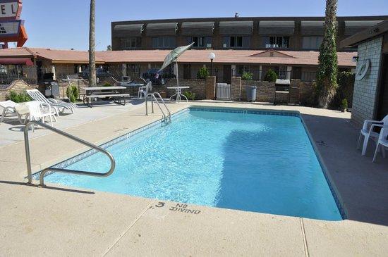 Hacienda Motel Yuma : The Pool looks really nice