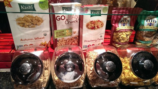 Omni Fort Worth Hotel: Refreshing cereal options in breakfast bar