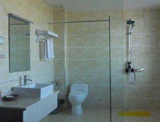 Super 8 Hotel Yining Fei Ji Chang Lu: Bathroom