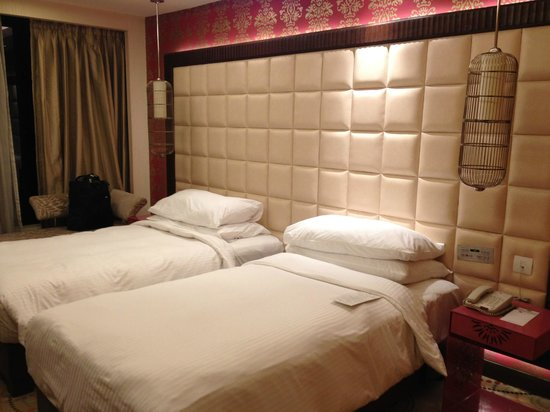 The Metropolitan Hotel & Spa New Delhi: Comfy beds
