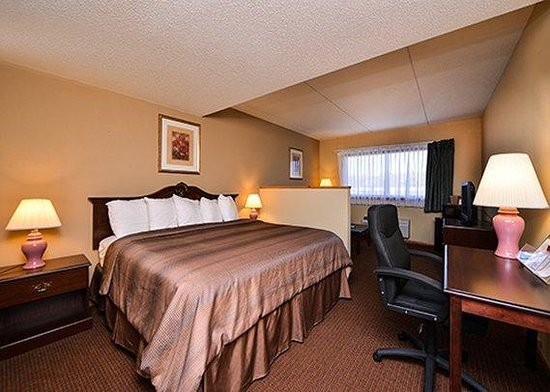 Quality Inn & Suites Beaver Dam: guest room